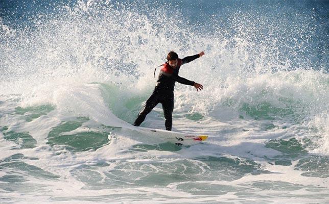Aulas-de-Surf-Campeao-Escola-de-SurfAulas-de-Surf-Campeao-Escola-de-Surf (2)