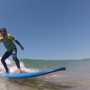 Aulas de Surf Crianças - Escola de Surf Angels Surf School (11)