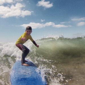 Aulas de Surf Crianças - Escola de Surf Angels Surf School (3)