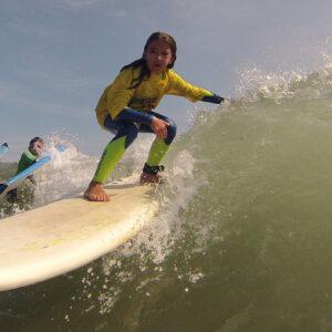 Aulas de Surf Crianças - Escola de Surf Angels Surf School (7)