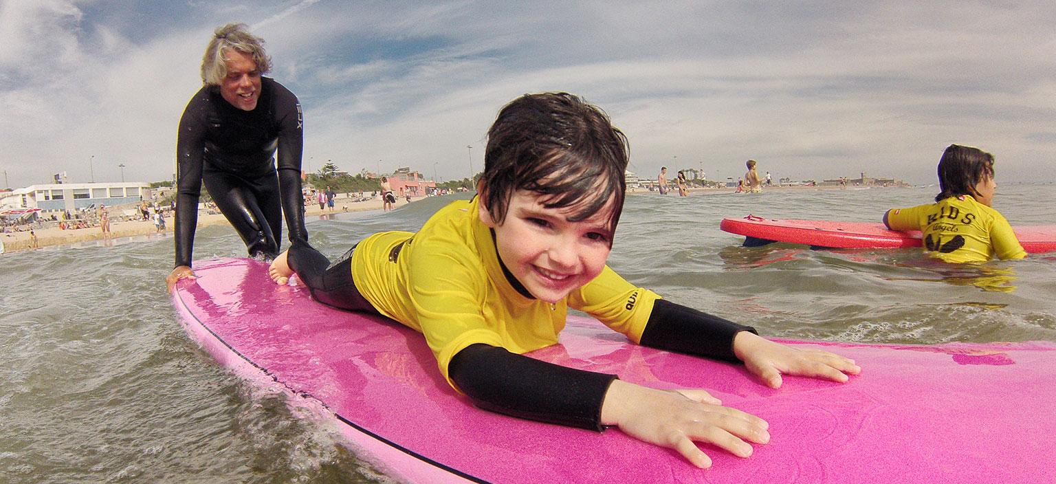 Aulas de Surf Crianças - Escola de Surf Angels Surf School (8)